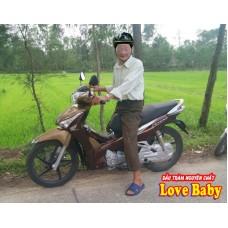 """Cụ ông 95 tuổi vẫn """"phượt"""" đường dài trên xe máy"""