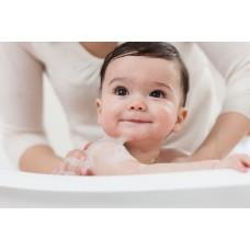Sai lầm khi tắm cho trẻ sơ sinh trong ngày nắng nóng
